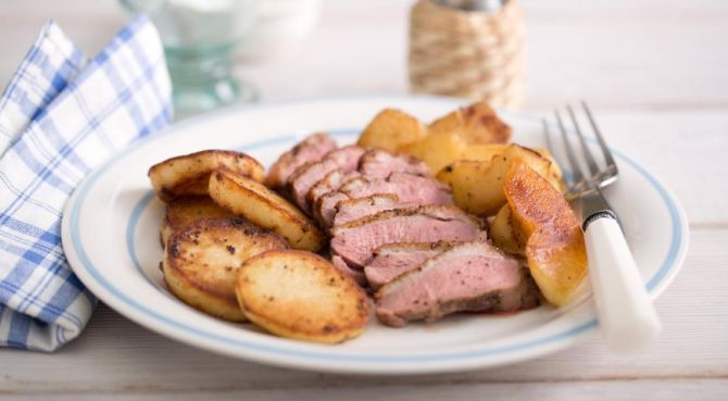 Duck breast with potatoes and apples